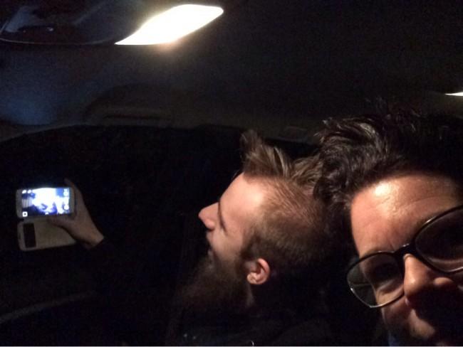 Sonen och jag tar selfies när vi åker iväg i natten ;) ;)