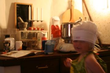 Behåller den här kocken sin energi och sitt mod kommer han att göra stordåd i köket så småningom!