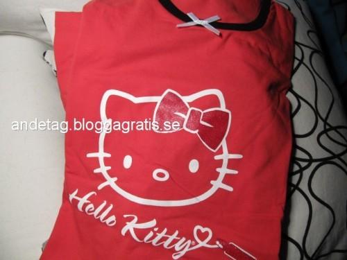 Rött Hello Kitty nattlinne med röd glitter rosett 89 kr