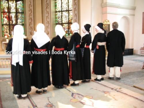 Sorgdräkten visades i Boda kyrka