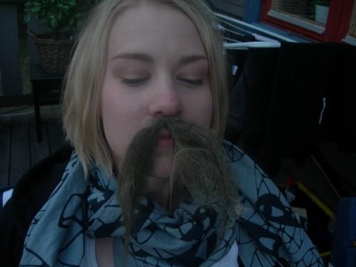 Mustasch #2-2