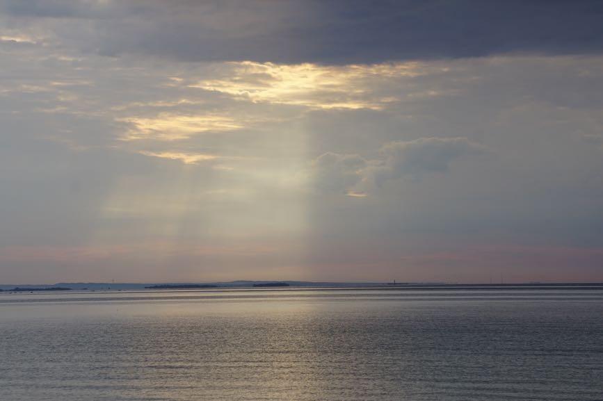 Himlen uppdelad i mörker och ljus, nästan lite som ying och yang symbolen