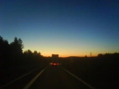 lastbil i gryningen