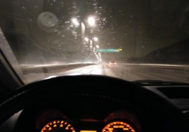 Essingeleden i snöblandat regn
