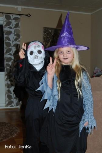Jonathan och hans kusin ska gå Halloween..