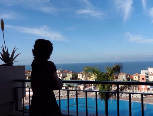 Utsikt över Atlanten och Delfinpoolen Costa Los Gigantes