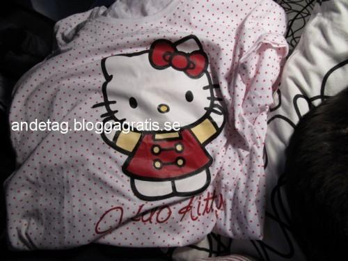Ett till Hello Kitty nattlinne 79 kr