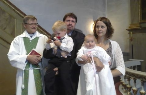 Olivia m. familj i Nordmalings kyrka