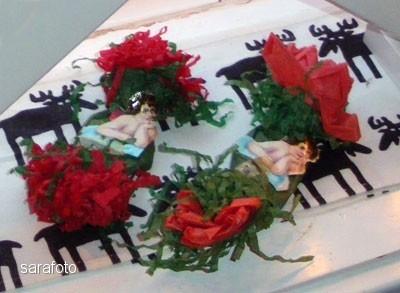 Bedas Julgranskarameller med bokmärkesänglar på