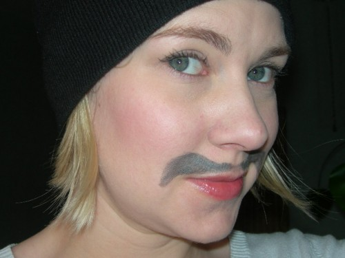 Kladdig mustasch