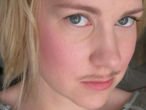 Fjunig mustasch #2