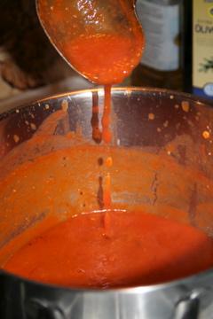 Mixa soppan slät och rör sen i youghurt
