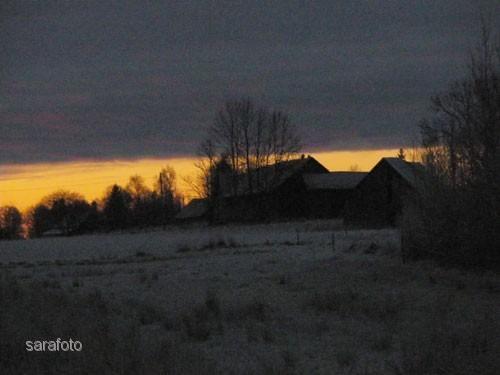 Gyllne morgon över gammal bosättning