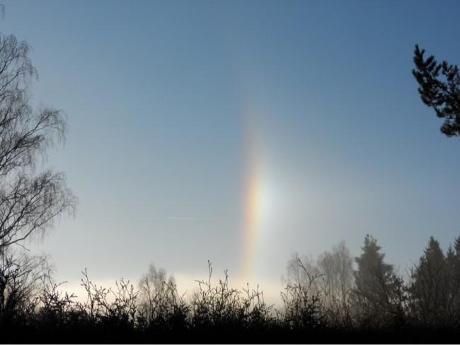 Halo fenomen. När ljuset passerar en kristall uppstår en prismaeffekt.