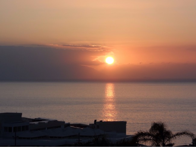 Solnedgång över Atlanten. Costa Los Gigantes Tenerfiffa