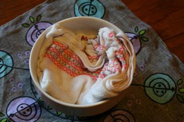 Nu ska handduken suga upp överflödig vätska så att bara tjockgrädden blir kvar. Det här blir nog inte hälsokost...