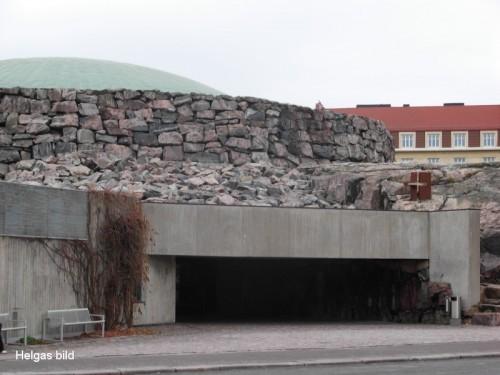 Ingången till tempelkyrkan i Helsingfors